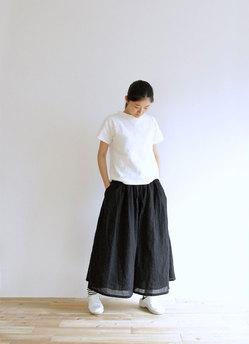 00289-black-model.jpg